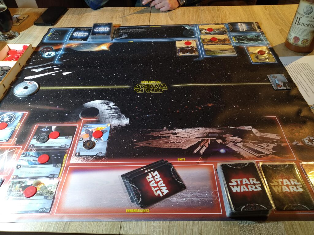 Star Wars LCG rozgrywana na dedykowanej macie